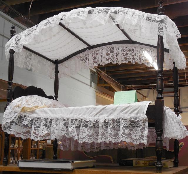 starožitná postel