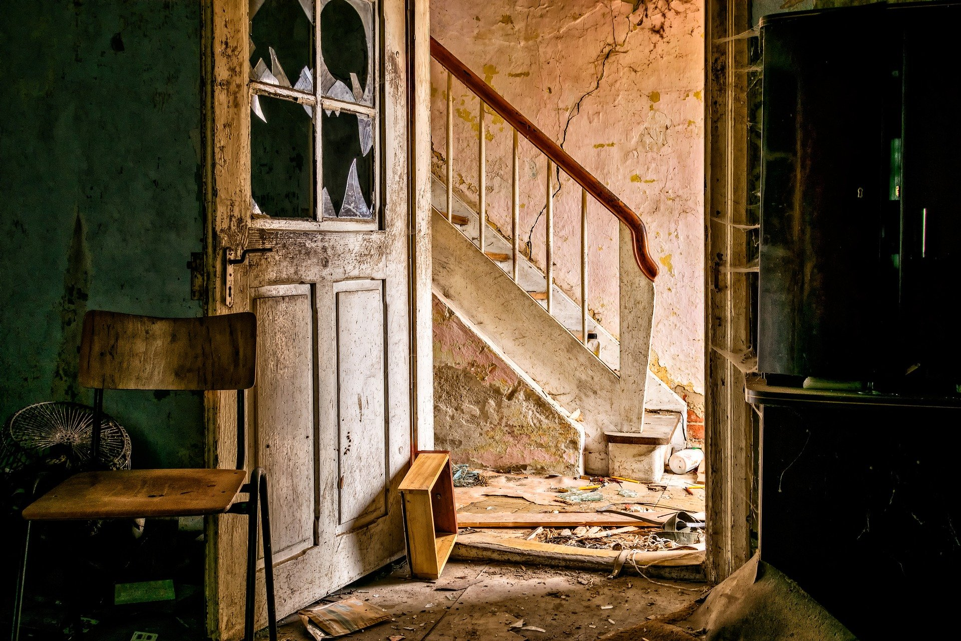 lost-places-3035877_1920