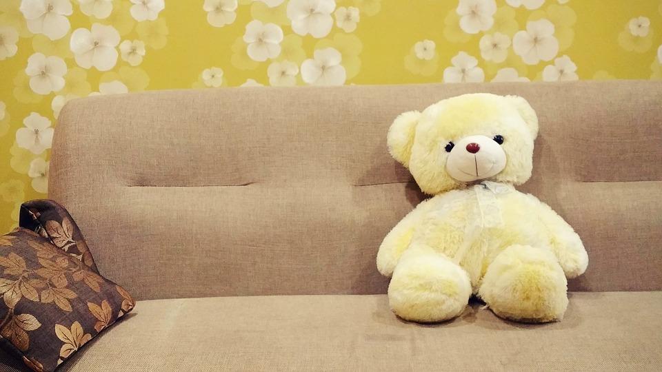 medvídek na sedačce